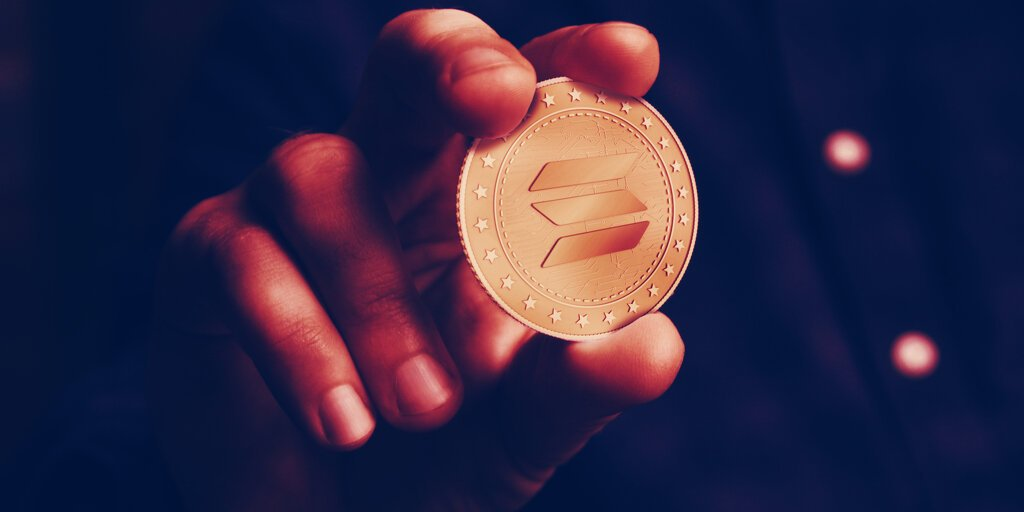 Solana's Price Crashes 13% as Network Outage Continues
